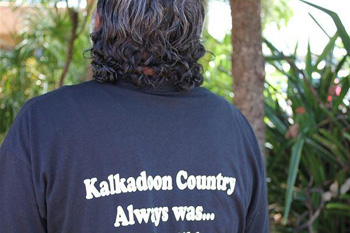 member of the Kalkadoon community shows his support for his people's native title claim. The full slogan reads 'Kalkadoon country always was …always will be'. Hundreds turned out at the Mount Isa Civic Centre to hear the Federal Court's determination. Photo: Paul Sutherland/ABC Rural