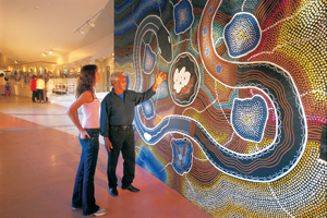 ack Cox explains the mural to a visitor.